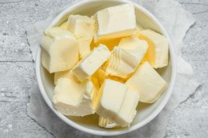 cuenco con mantequilla