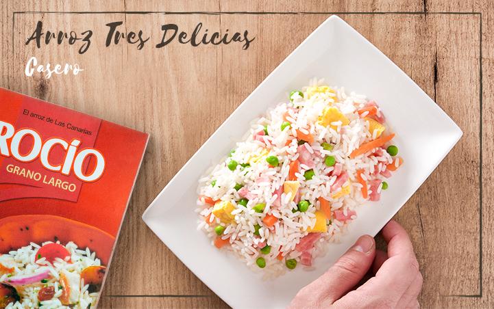 Emplatamos el Arroz Tres Delicias en un plato