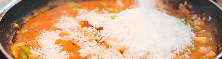 Añadimos el arroz de grano largo Rocío